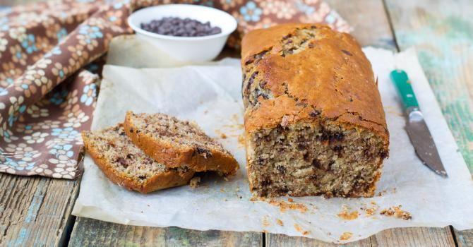 Recette de Cake minceur aux bananes et pépites de chocolat. Facile et rapide à réaliser, goûteuse et diététique. Ingrédients, préparation et recettes associées.