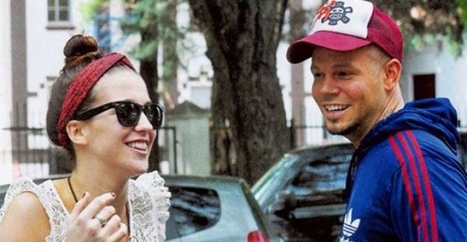 Residente de Calle 13 se habría casado en secreto con actriz argentina