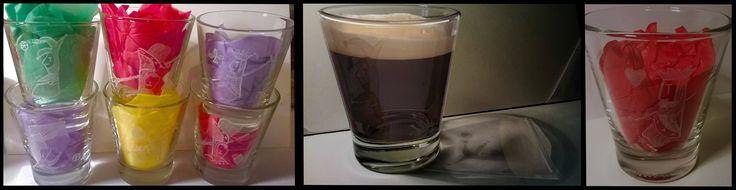 Set di bicchierini da caffe incisi a mano libera con l'immagine dei quattro RE e due giolli delle carte francesi