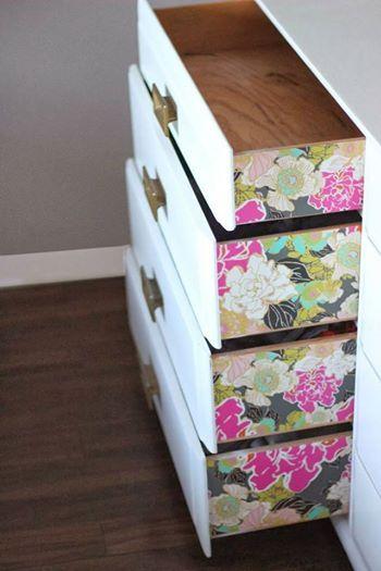 Foto: Jetzt wird's bunt! Mit Möbelfolie (wie dieser hier ▶ http://bit.ly/möbelfolieamz) könnt ihr im Handumdrehen eure Schubladen und andere Möbelstücke aufpeppen :)   (gesehen auf chelseylifeanddesign.blogspot.com)