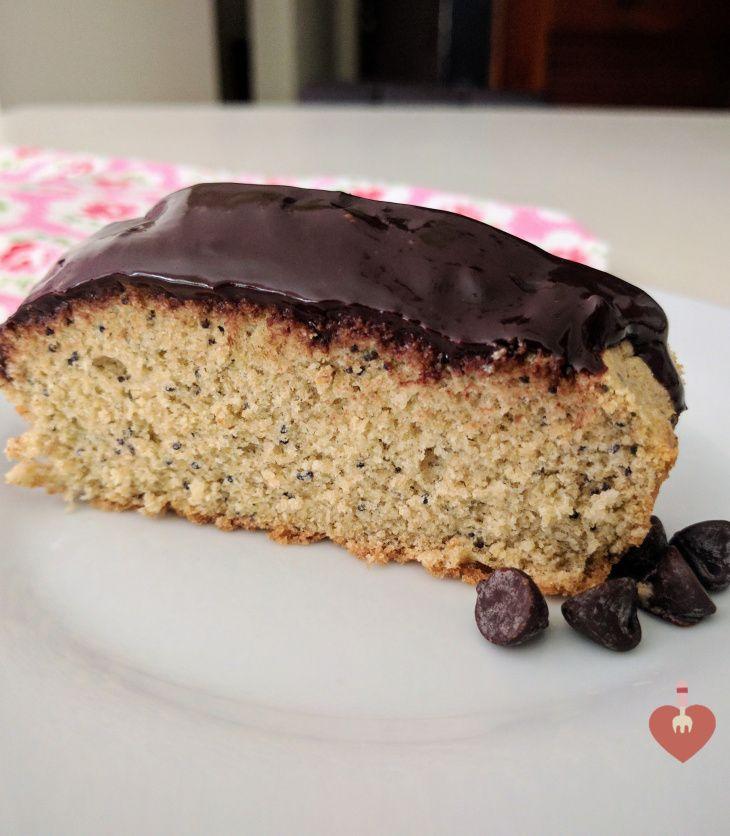 Budín o ponqué de avena sabor a cheesecake con amapola saludable y sin azucar, postre ideal y muy sano.
