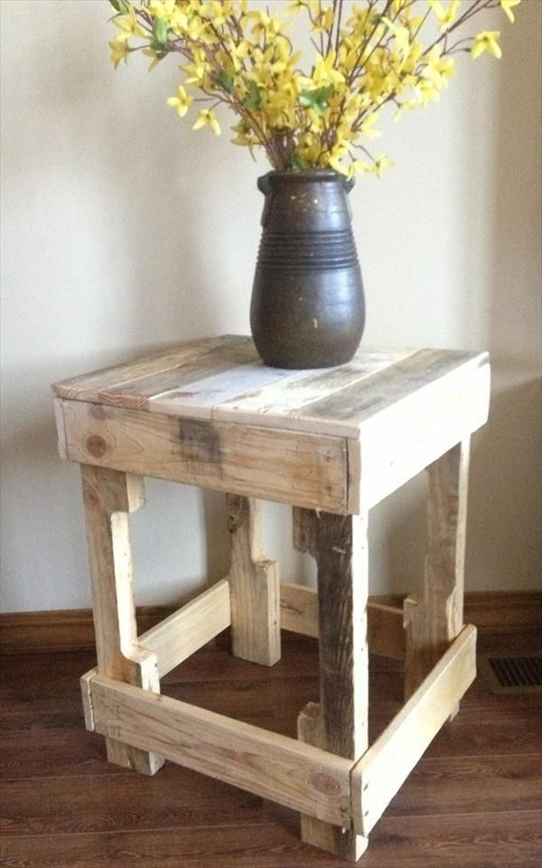 12 DIY Pallet Side Tables / End Tables I Like The Way The Forklift Cutout  Became Part Of The Shape Of The Table