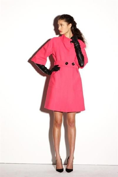 Хорошо быть девушкой в розовом пальто полная