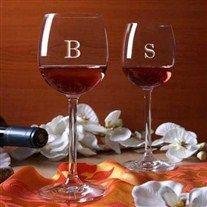 Kişileştirilmiş şarap kadehleri Kişiye Özel İsim Baş Harfi İşlemeli Şarap Kadehi ile romantik yemeklerinize biraz daha romantizm katabilirsi...