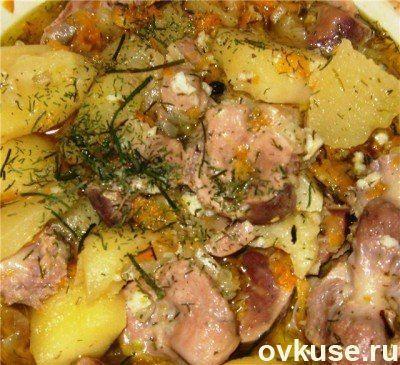 Куриные желудки с чесноком и зеленью