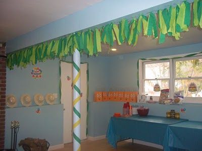 I like how she used the 2 different colors of crepe paper like the rainforest canopy. ~You'll Thank Me One Day: Go Diego Go Second Birthday Party