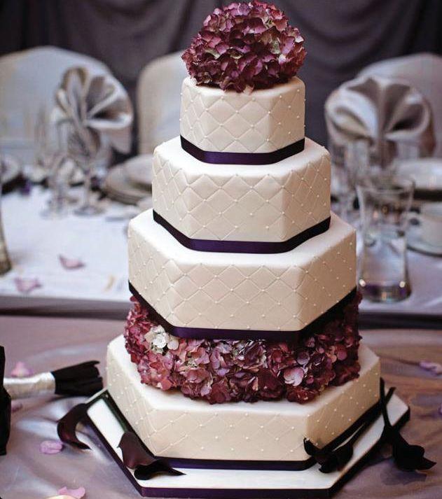 Modelos de bolos de casamento diferentes para festas suurprendentes!