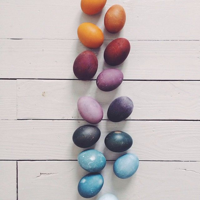 Naturally dyed eggs by Kirsten Rickert / Wholesome Foodie <3