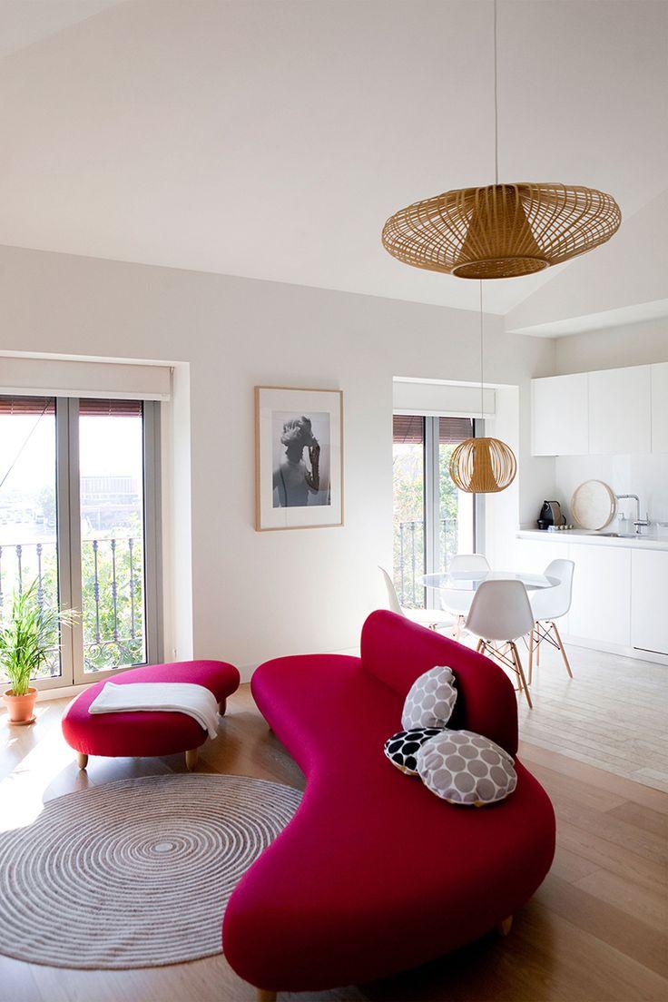 https://i.pinimg.com/736x/55/63/d1/5563d13eb260929761b86b3f828aad7a--red-sofa-balconies.jpg