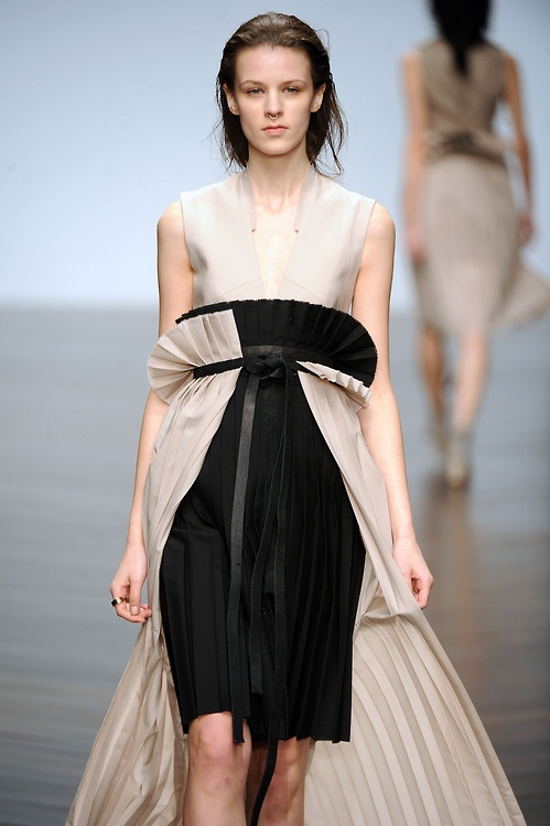 Very intricate pleating and ruffling here from @ToddLynnLondon #LFW