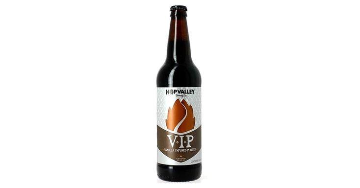 A rede Mr Beer (www.mrbeercervejas.com.br), especializada em cervejas especiais, traz com exclusividade ao Brasil um novo rótulo da americana Hop Valley. A VIP, Vanilla Infused Porter, é uma Robust Porter com adição de grãos de baunilha. Com teor alcóolico de 5,9%, a garrafa de 650 ml sai pelo preço médio de R$ 49,90 nas mais de 80 lojas espalhadas no país| Preços pesquisados em julho de 2015 e sujeitos a alterações