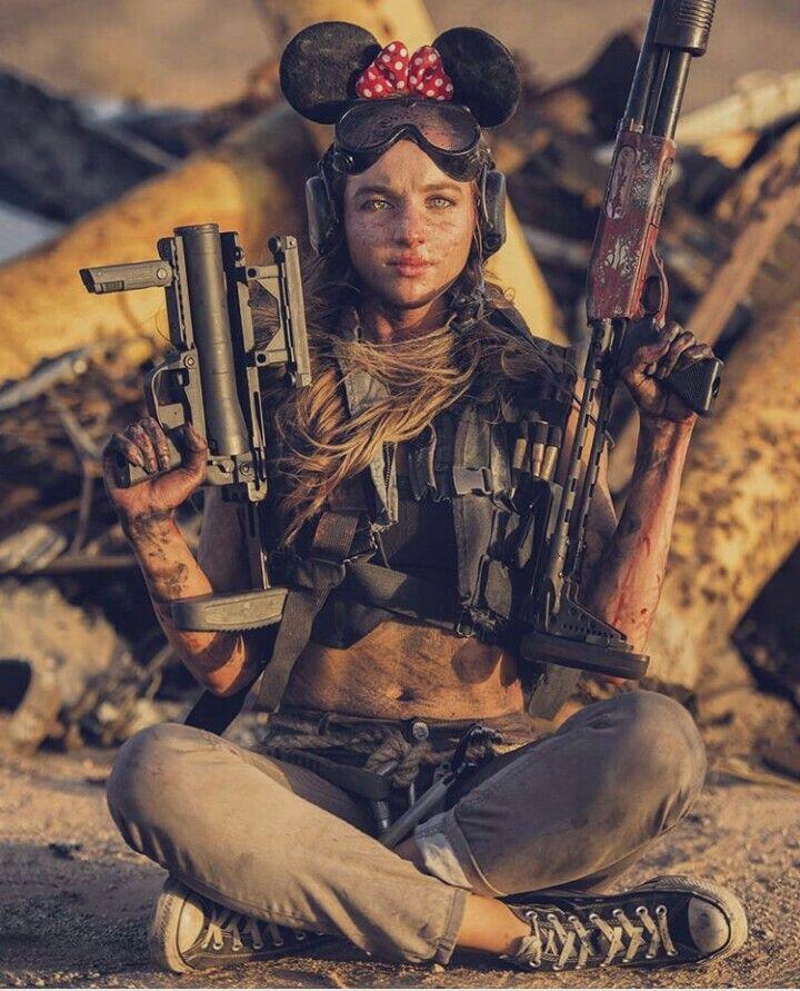 Прикольные картинки женщины с оружием, для поздравления мальчиков