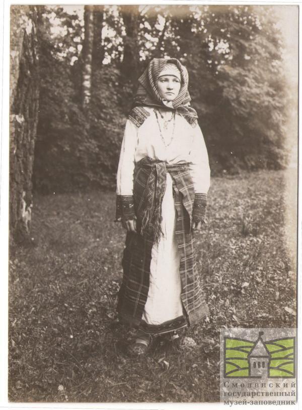 Фотография. Девушка в русском народном костюме из собрания ...
