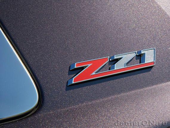 Эмблема Z71 на задней стойке Шевроле Тахое 2015 с пакетом Z71 / Chevrolet Tahoe Z71 2015