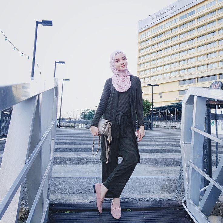 "6,848 Likes, 42 Comments - Liyana Bakarudin (@liyanabakarudin_) on Instagram: ""Ehemm hai Kuching❤️ #mukapundahbarai ""Basic shawl @minimalace"""""