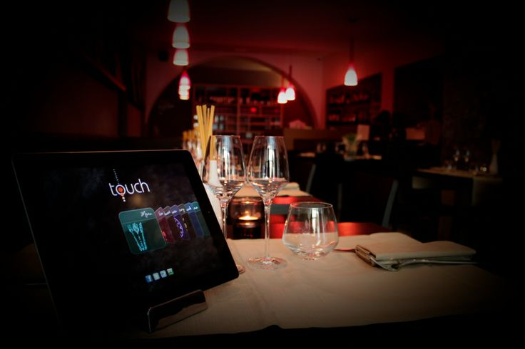 Touch Florence è l'iPad Restaurant che porta l'innovazione e la tecnologia nel panorama della ristorazione tradizionale fiorentina. Nel centro storico di Firenze, a pochi passi dal Duomo, da Santa Croce e dalla Signoria, Touch propone la propria cucina fusion-creativa in un ambiente arredato in stile moderno e high-tech: venite a provare le rivisitazioni in chiave internazionale dei piatti tipici della tradizione toscana, scegliendole dall'esclusivo iPad Menu - www.touchflorence.com