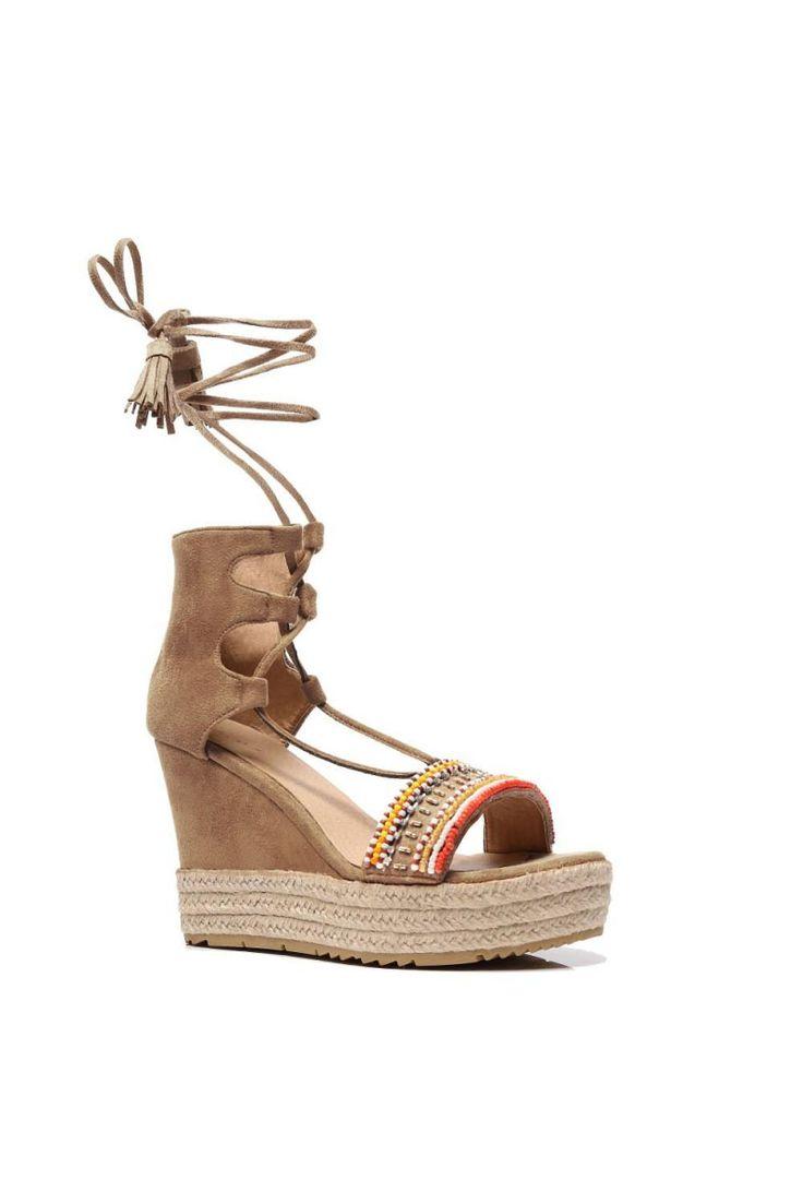 Comanda online, Sandale cu snur crem cu aplicatii cu margele. Articole masurate, calitate garantata!