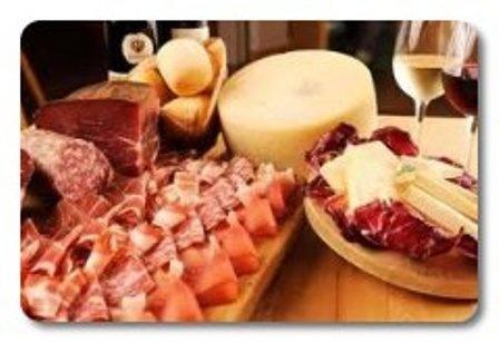 Embutidos y quesos seleccionados  Cold meat and cheese