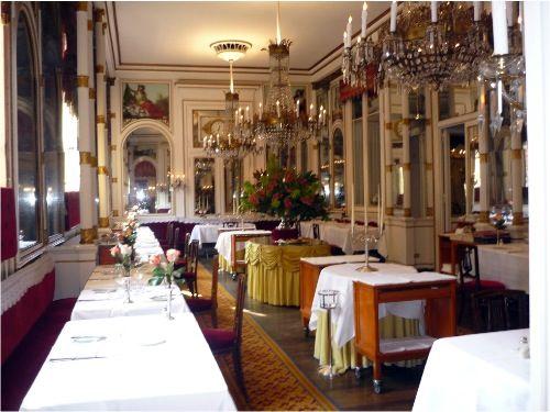 """Historic public places in Turin : Ristorante del cambio ,1757 - """"il ristorante di Cavour"""""""