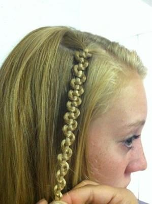 Snake Braid  Video tutorials at: http://www.haircut.gr/nexthc/webtv.asp?c=Snake%20Braid%20Tutorial