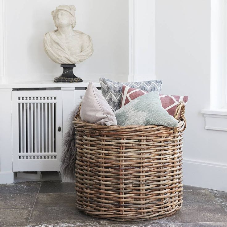 Do you have too man cushions and can't choose which to keep? Use a basket to some of the cushions. Its practical and decorative at the same time - and you can keep all of them! #hubschinterior #interior #decor #homedecor #inspiration #happiness