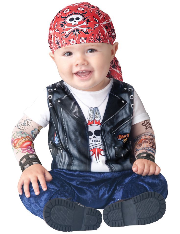 Costume da motociclista per neonato - Classico: Questo travestimento da motociclista per bebé comprende una tutina e una bandana (scarpe non incluse).Sulla parte superiore della tuta è stampato un finto gilet in cuoio e le maniche...