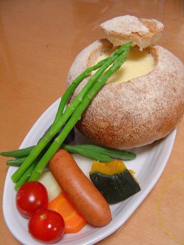 【パーティにおすすめ】パンまるごと「チーズフォンデュ」が素敵すぎる! | クックパッドニュース