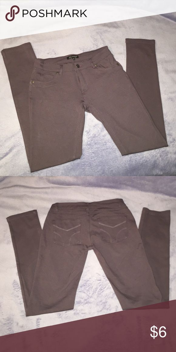 Purple Skinny Pants Purple Skinny Pant. Stretchy Material. Zippers and Buttons in the front. 2 back pockets ❤️ Pants Skinny