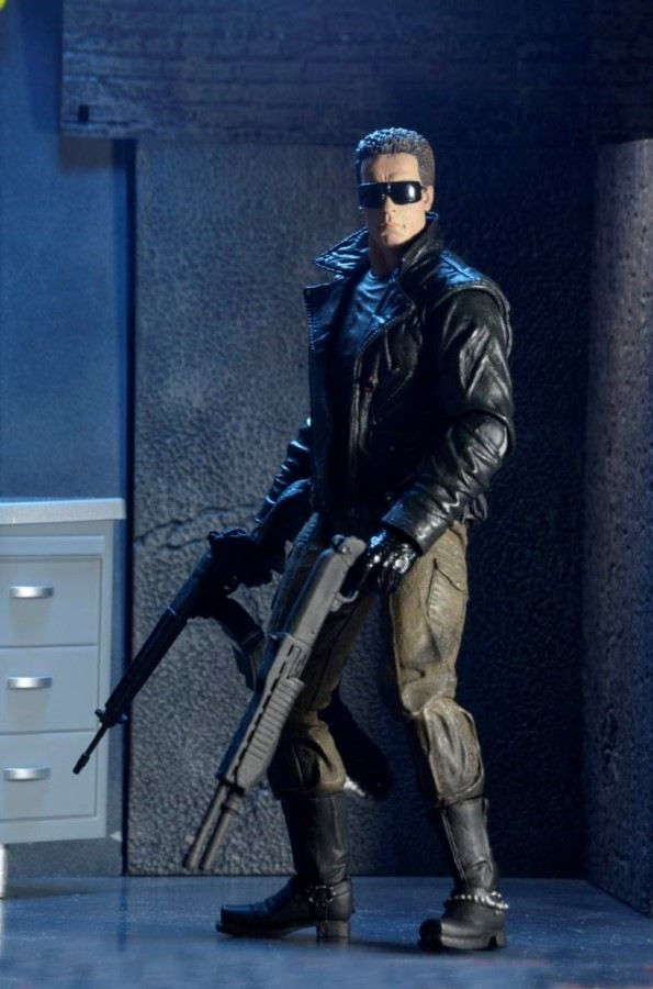 TERMINATOR 7 ULTIMATE POLICE STATION ASSAULT T-800 ACTION FIGURE FROM NECA