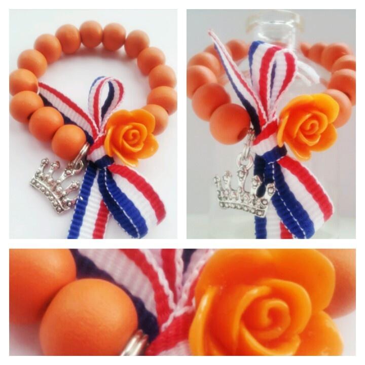 Koningsdag armbandjes | Meer ideeën: http://www.jouwwoonidee.nl/koninginnedag-knutselen/