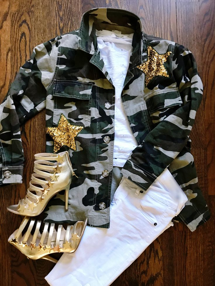 camo jacket, camo jacket outfits, outfit inspiration, outfit ideas, fashion inspiration, fashion ideas, katy perry, katy perry shoes, how to style your white pants, how to style your white jeans, style of the day, sequins