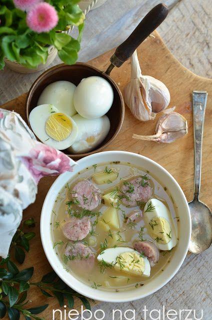 Najlepsza zupa chrzanowa z jajkiem. Dobra jak nie wiem, łagodnie kwaśna, nieco podobna do żurku, choć delikatniejsza. Bardzo dobra zupa nie tylko na święta.