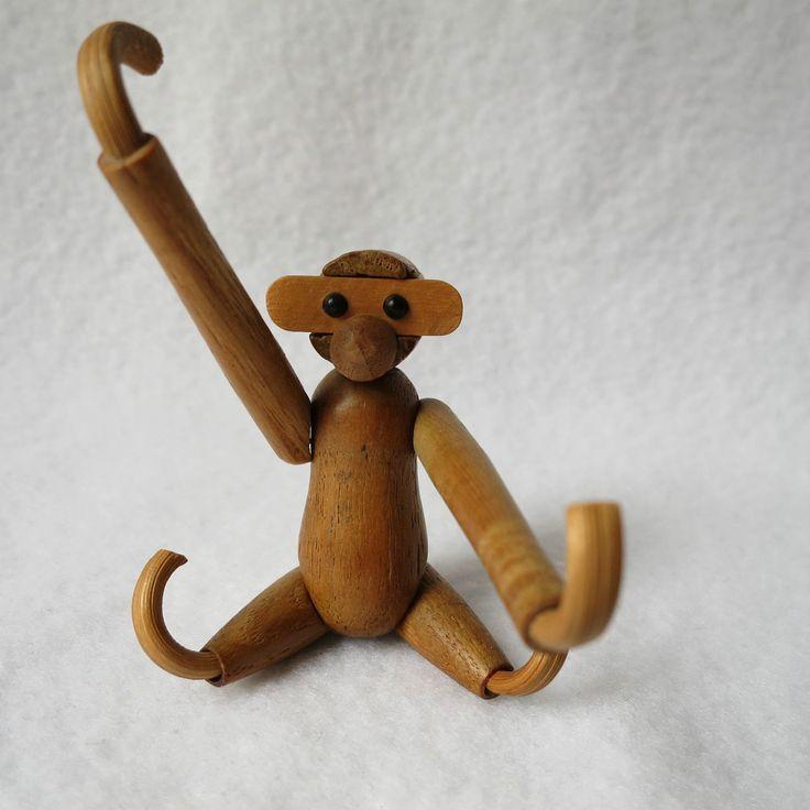 http://www.ebay.de/itm/Bojesen-suser-kleiner-Affe-Klammeraffe-Holz-Miniatur-Stringregal-Deko-beweglich-/151645846113?pt=LH_DefaultDomain_77