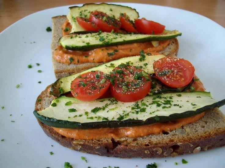 Belegtes Gemüsebrot - ein idealer Büro-Lunch