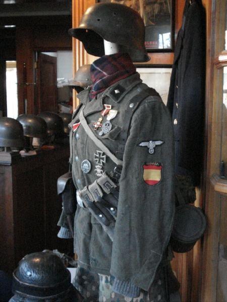 españoles con uniforme de las Waffen SS