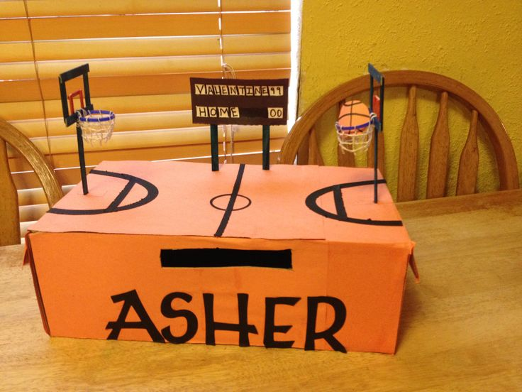 Basketball Valentine box. I used popsicle sticks for the goals. For the hoops i used Milk carton rings with white wire fore the nets.