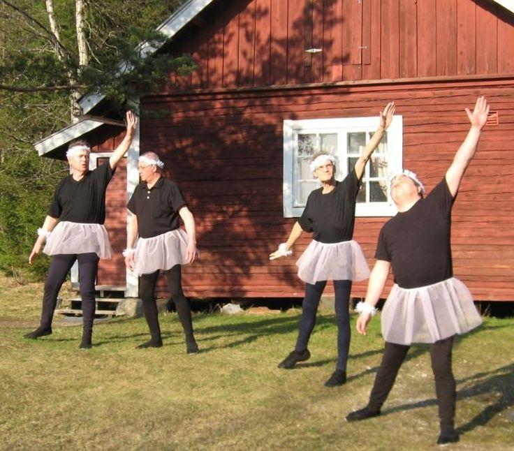 Emang Hanya Cewek yang Pas Jadi Penari Balet. 6 Foto Kocak Ini Bakal Jadi…