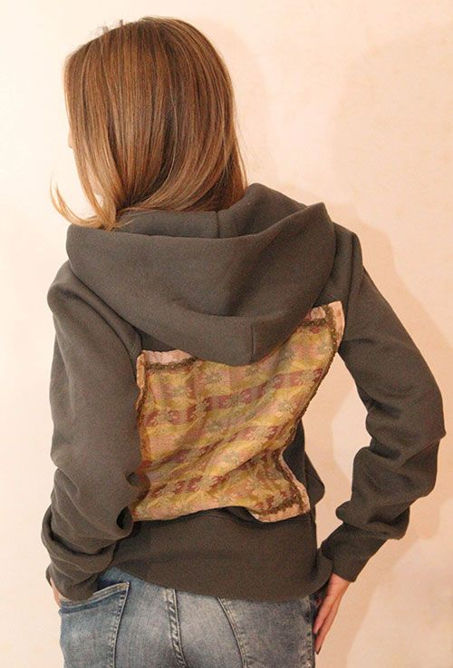 Unique piece: grey hoodie with vintage application, only one available, size medium, vintage application on the back