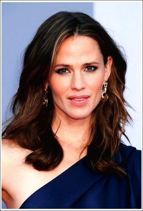 Jennifer Garner Mittellange wellige Frisur für Damen  #damen #frisur #garner #jennifer #mittellange #wellige Frisuren #frisuren #frisur