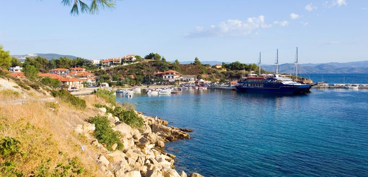 Ormos Panagias is about 2.5 km from Agios Nikolaos #Halkidiki #Port #Greece