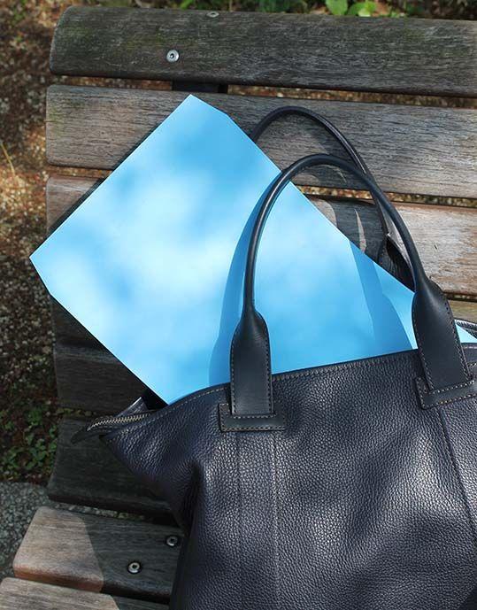 角2 スミ貼 Kブルー・・・一点の曇りもない穏やかな色合いの真空色の封筒です。A4サイズがそのまま入るサイズです。