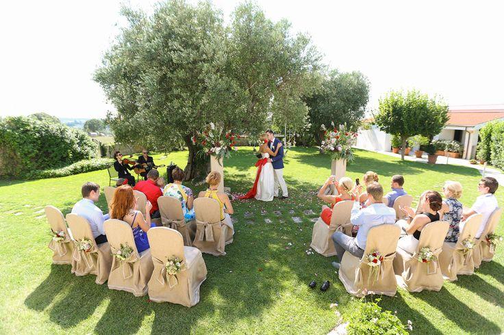 Символическая свадебная церемонии в Апулии под вековым оливковым деревом / Humanist wedding ceremony in Apulia under the secular olive tree.