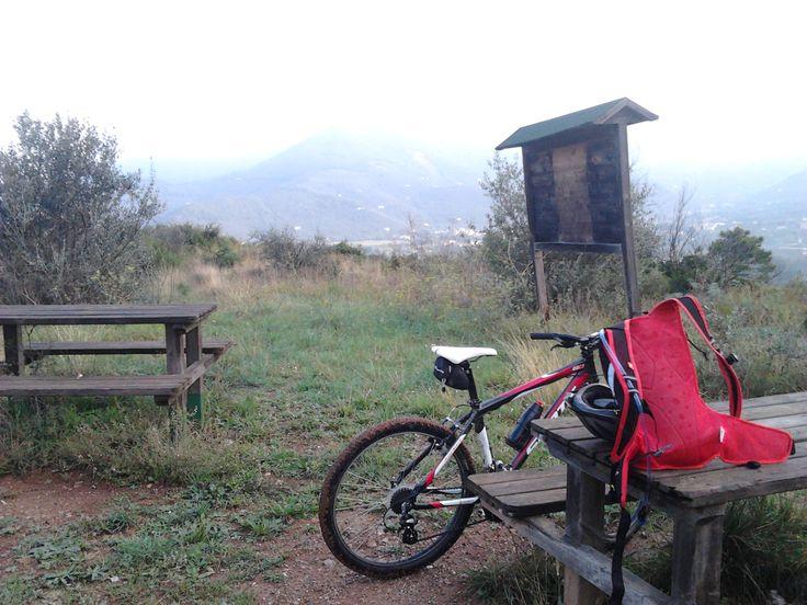 pausa lungo il sentiero 139, Caprona, Monti Pisani