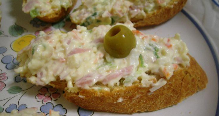 Montadito de palito de cangrejo con jamón y huevo |Tapas frias