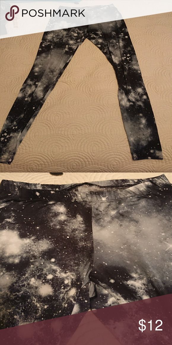Space leggings Super cute soft space leggings black and gray colored very good used condition size small true to size Hot Topic Pants Leggings