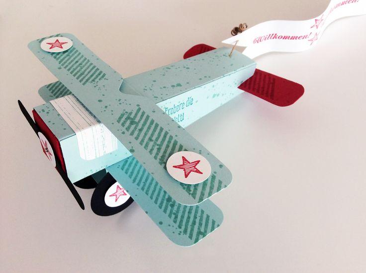 Heute möchte ich euch gern mein kleines Flugzeug zeigen :))) Irgendwie hab ich Gefallen daran gefunden Objekte ausPapier zu gestalten… also hab ich mir ein kleines Flugzeug vorgenommen und d…