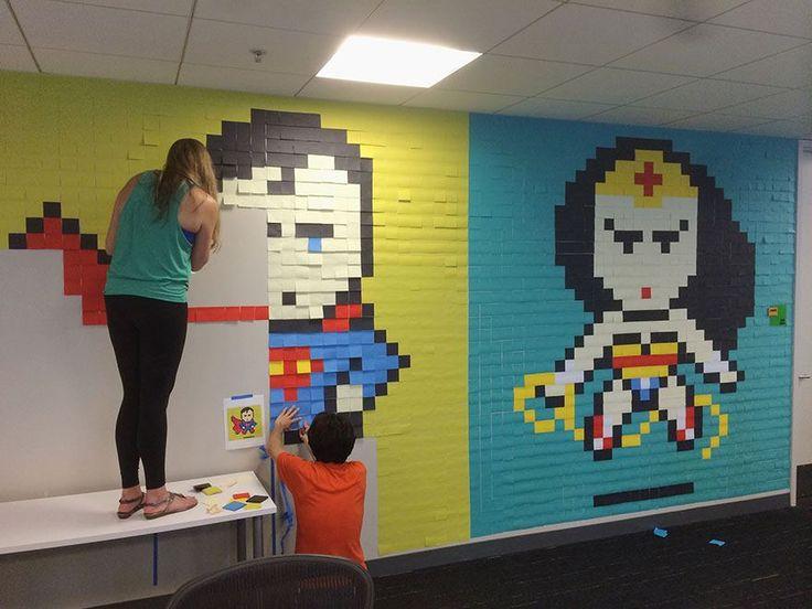 Ces employés d'une agence recréent des super-héros avec 8.024 post-it sur leurs murs !