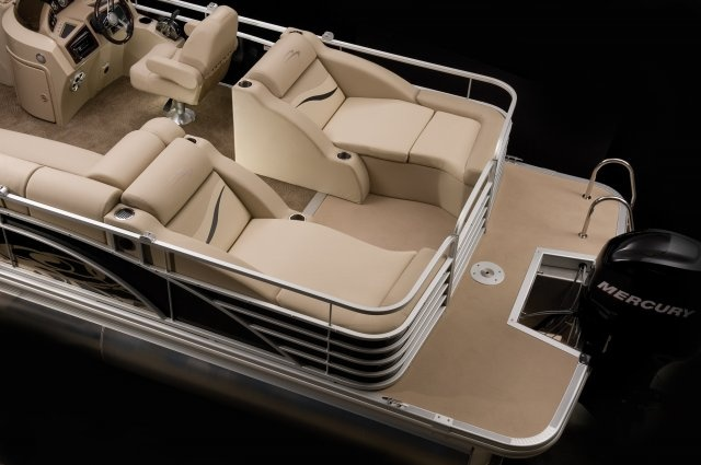 This seating should be the standard style on pontoons