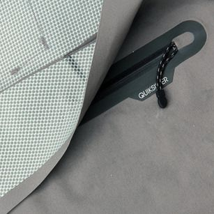 Details we like / Zipper / Quicksilver / at four-technical-boardshorts-quiksilver-ag47-1B.jpg
