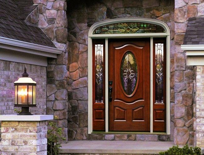 Декоративный акцент на входной двери